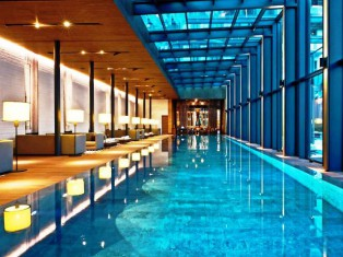 The Spa Pool direkt vor der Lobby.