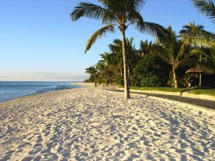 Mauritius - Luxushotel + Golfhotels am Strand
