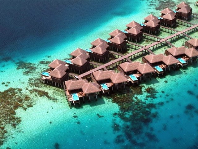 Coco Bodu Hithi Resort Malediven Reise Cafe